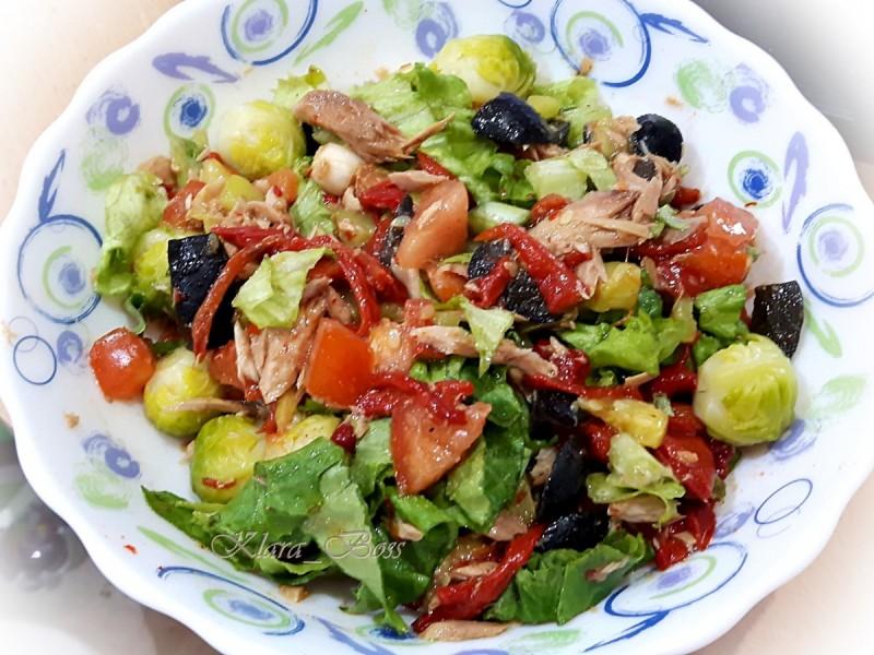 Посна салата од туна и зеленчук
