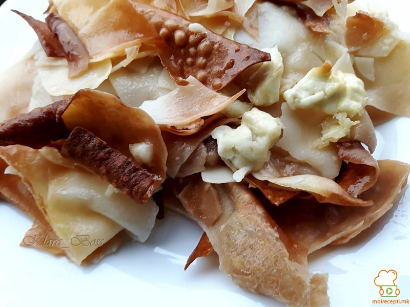 Печени домашни кори (јуфки) со сирење