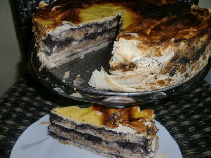 Сочна слатка пита со готови кори и три фила