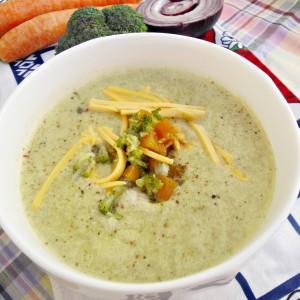 Супа со брокула и пилешки бујон