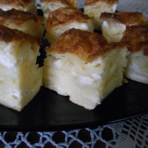 Гибаница од готови кори со сирење или урда (изварка)