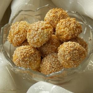 Солени топчиња со кикиритки и јогурт