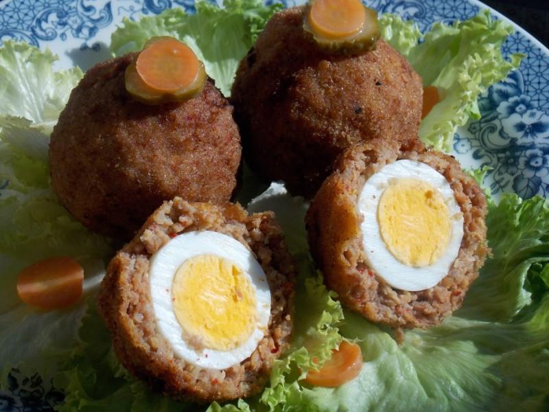 Топчиња од јајца и месо - Шкотски јајца