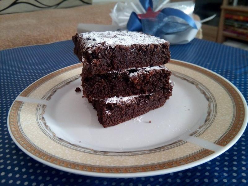 Брауни (Brownie) - чоколаден колач со две состојки