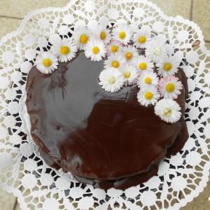 Торта со суви сливи, вишновка, ореви