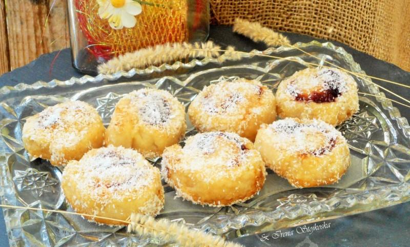Парени колачи со џем од сливи (посно)