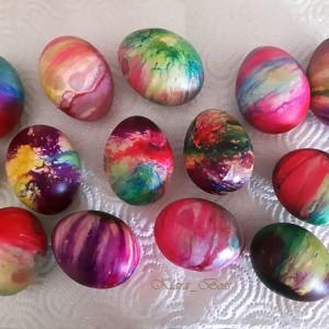 Боење велигденски јајца на пареа