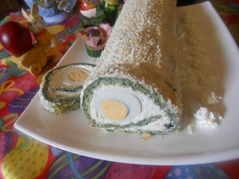 Ролат со спанаќ и варени јајца