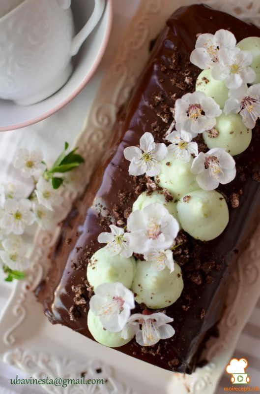 Пудинг колач со чоколадо и мента