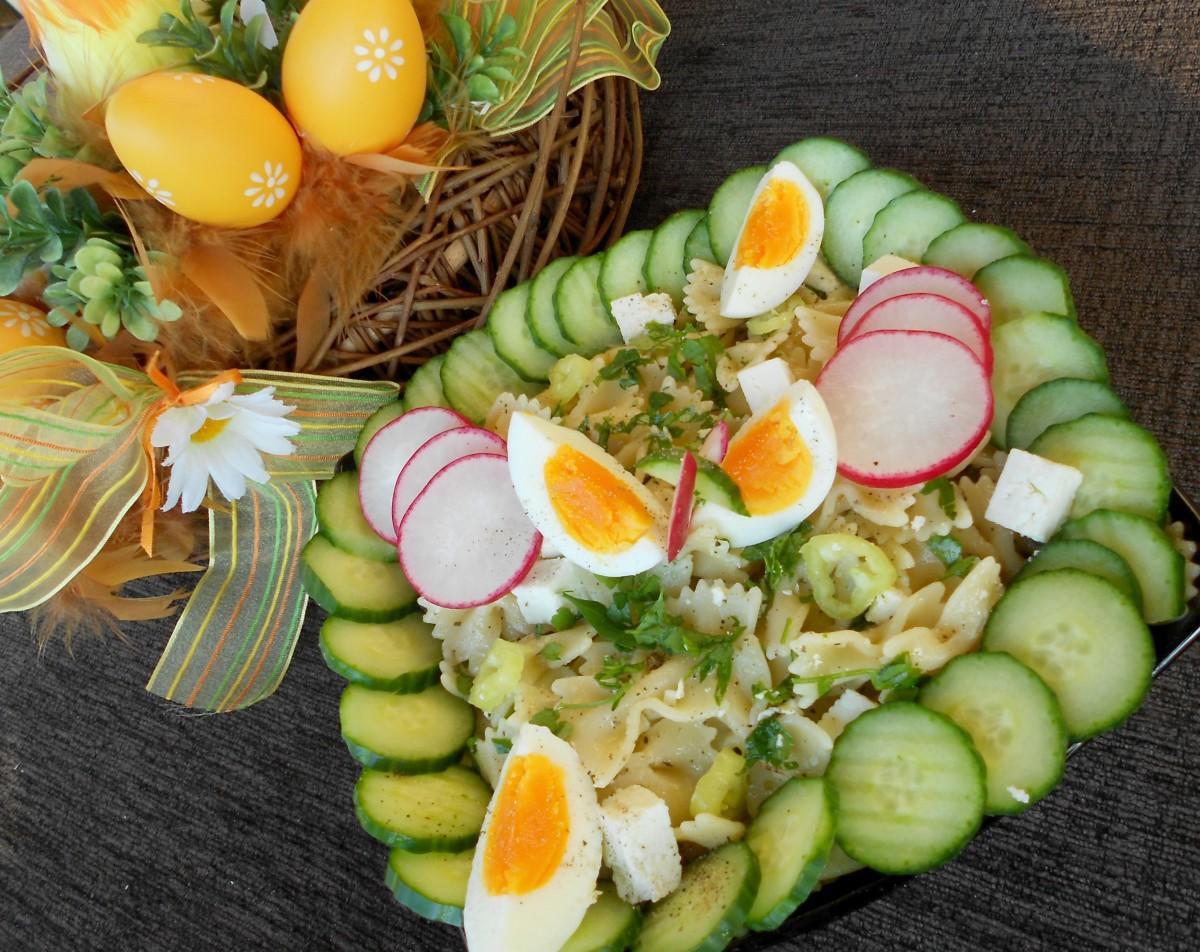 Велигденска шарена паста салата