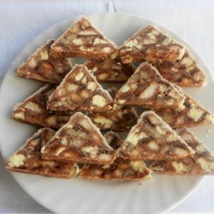 Брзи триаголници со крем банани,ореви и ресана со вкус на ментол