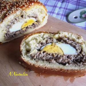 Солен ролат со месо и јајца