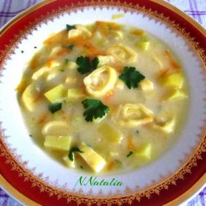 Супа со домашни тестенини и топено сирење