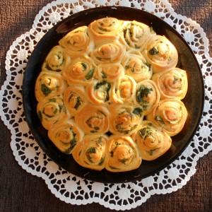 Шарена погача со крем сирење, магдонос и спанаќ