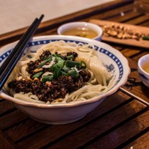 Кинески тестенини во сос од печурки
