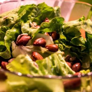 Марула салата со варени кикиритки