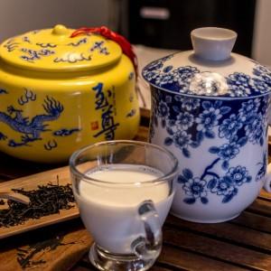 Црн чај со млеко