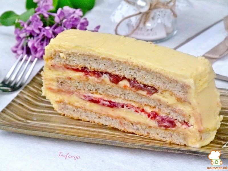 Ванила торта со џем од јагоди