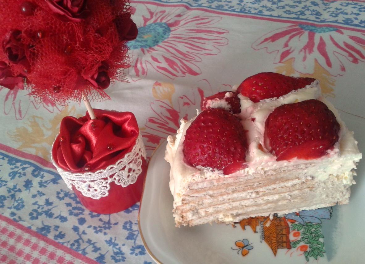 Бисквитна торта со јагоди
