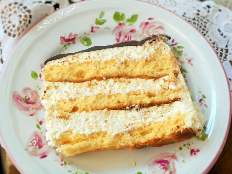 Торта со фил од шлаг и кокос