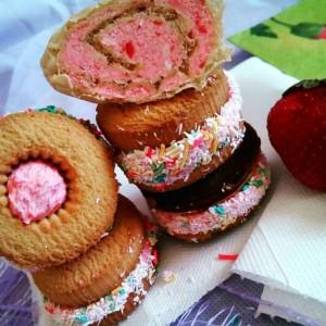 Лепени колачиња со фил од јагоди