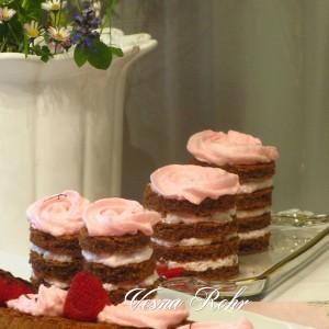Ивина чоколадна кула со јаготки