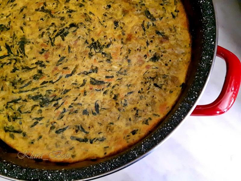 Запечен спанаќ со ориз, јајца и павлака