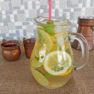 Освежителен пијалок од лимон, лимета и нане
