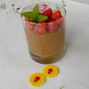 Мус од чоколадо со јагоди