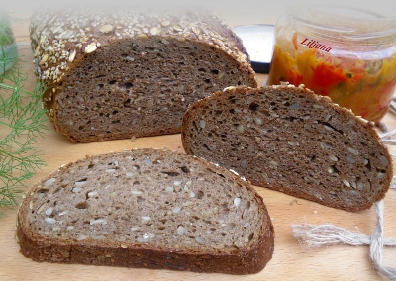 Ржан леб со микс од семиња