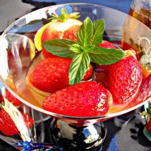 Мароканска салата со јагоди