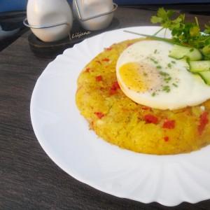 Рости со панцета и поширано јајце