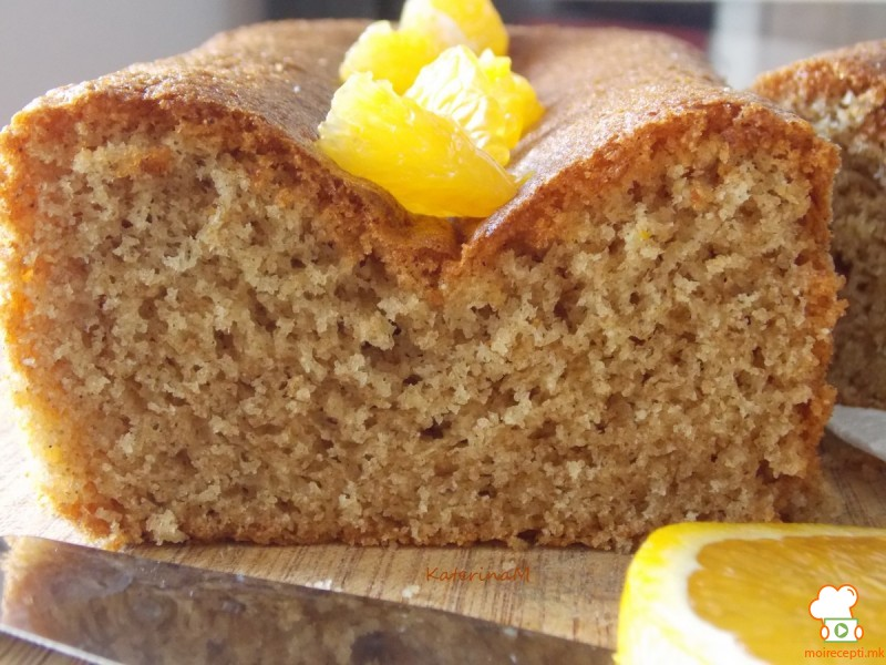Интегрален колач со сок од портокал