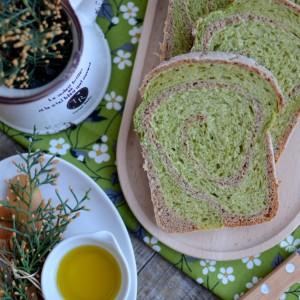 Шарен леб со спанаќ