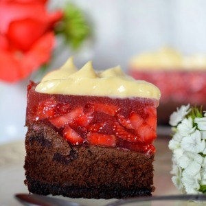 Чоколаден чизкејк со јагоди