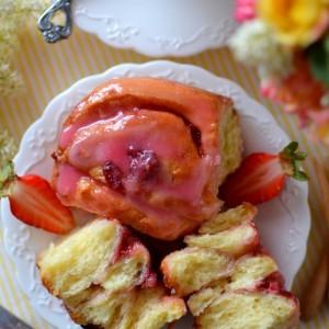 Ролнички со јагоди и бело чоколадо