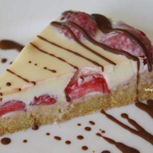 Брза торта со јагоди и бело чоколадо