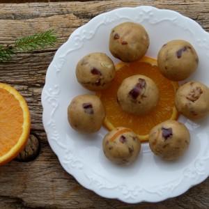 Портокал бомбици со урми и ореви