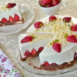 Торта со јагоди (без печење)
