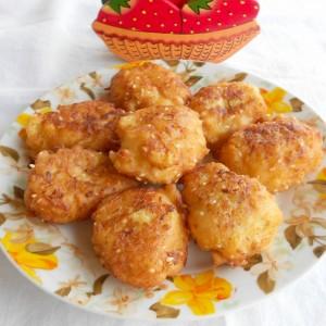 Солени крофнички од тиквичка, урда и сусам