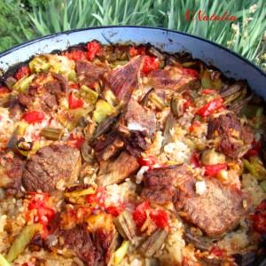 Пролетна тава со месо,ориз и зеленчук