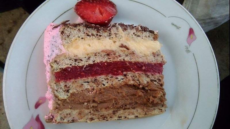 Торта фантазија (со малини и јагоди)