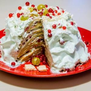 Торта од палачинки со огрозд и рибизли