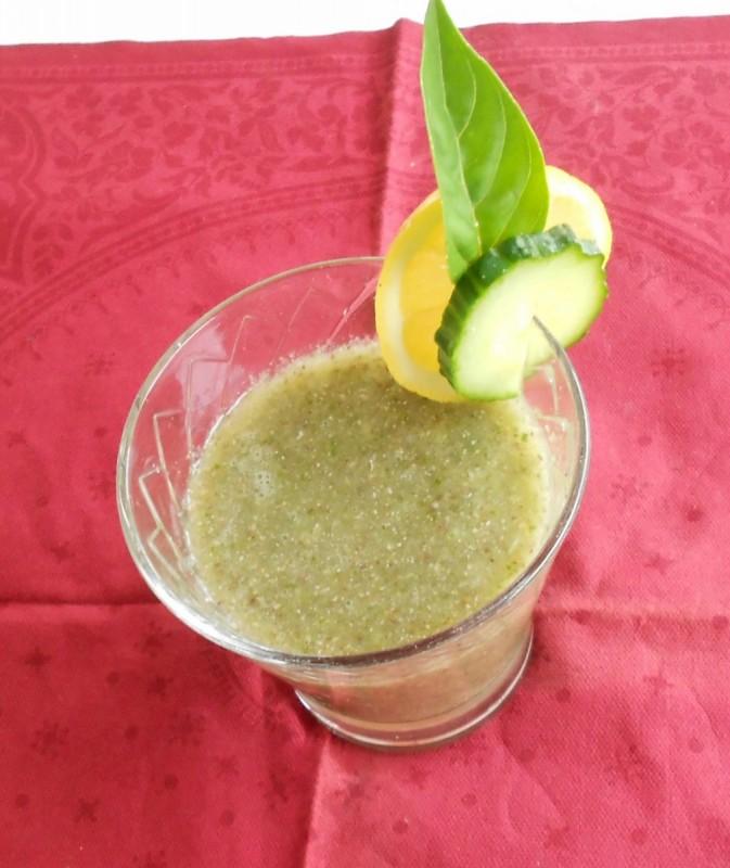 Чиа напиток со краставица, лимон, нане и босилек