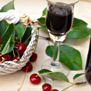 Ликер од вишни и вино