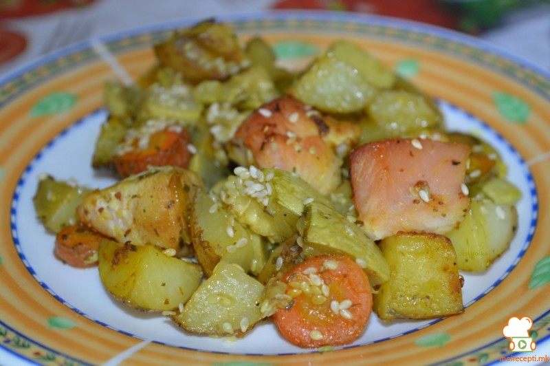 Тава со пилешко и зеленчук