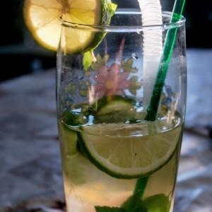 Мохито коктел со сок од ајдучка трева и нане