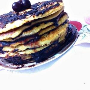 Сочна торта од американски палачинки со мармалад и чоколадо