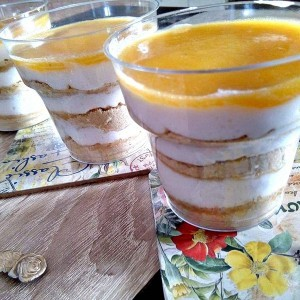 Летен праска десерт во чаша