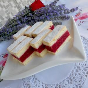 Штангли од кревко тесто и фил од бурбон ванила и вишни